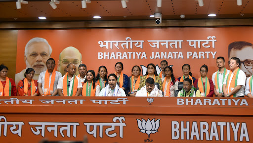 West Bengal: 17 Councillors of Darjeeling Municipality Join BJP