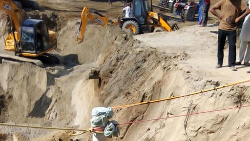 Haryana: 5-Year-Old Girl Rescued After She Fell Into 50-Foot-Deep Borewell in Karnal, Minor in Critical Condition