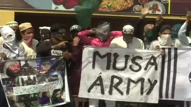 Jammu And Kashmir: Clashes Erupt Between Zakir Musa Supporters & Security Forces After Eid Prayers in Srinagar