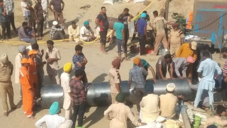 Punjab Toddler Fatehveer Singh Trapped in 150-Feet Deep Borewell for Over 76 Hours, Rescuers Close to Child
