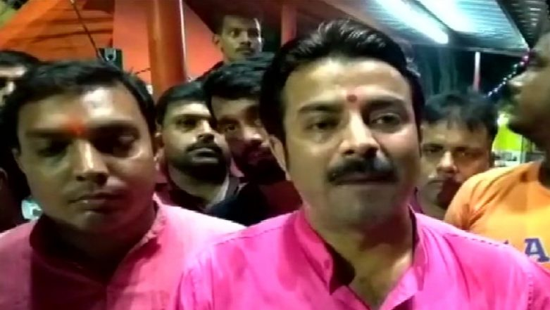 West Bengal: BJP Youth Wing Workers Recite Hanuman Chalisa on Road in Protest Against Muslims' Friday Namaz, Watch Video