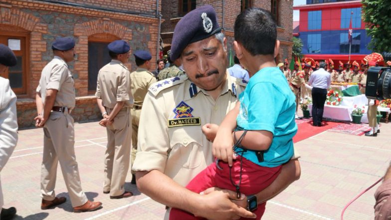 Jammu and Kashmir: Senior Police Officer Breaks Down Carrying Son of Martyred Inspector Arshad Khan