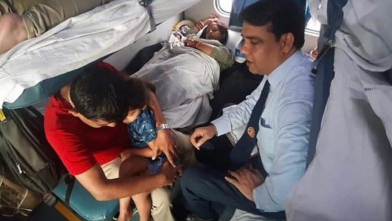 Indian Railways Delhi TTE Helps Woman Deliver Baby on Train, Ministry of Railways Praises His Kind Act