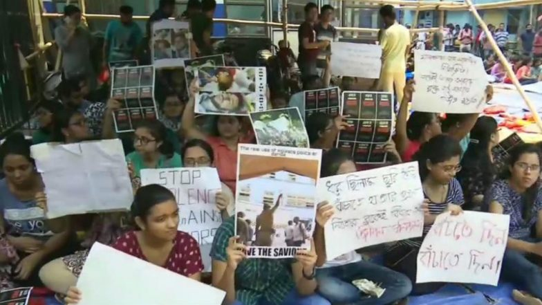 Doctors' Strike in West Bengal: Protest Intensifies as Senior Medics Join Stir, Government-Run Hospitals May Witness Total Shutdown