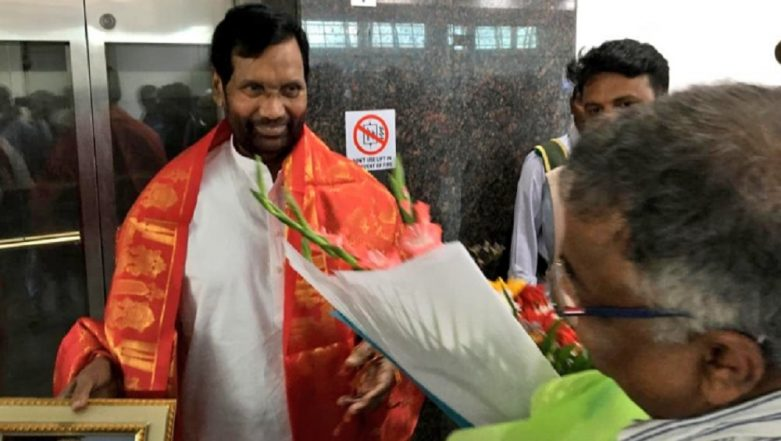 Union Minister Ram Vilas Paswan Offers Prayers at Tirupati Temple