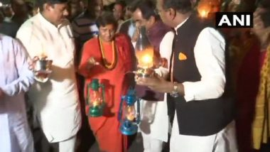 Madhya Pradesh: Pragya Singh Thakur, BJP Workers Protest Carrying Candles and Lanterns Against Recurrent Power Cuts; See Pics