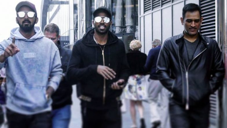 MS Dhoni Spotted Chilling Like a Boss on Southampton Streets With KL Rahul & Hardik Pandya Ahead of CWC 2019 Tie Against SA (See Pics)