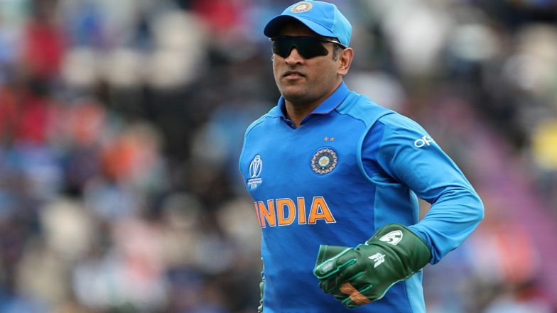 All Eyes on MS Dhoni as Men in Blue Leave for India vs Australia, ICC Cricket World Cup 2019 Match at The Oval in London (Watch Video)