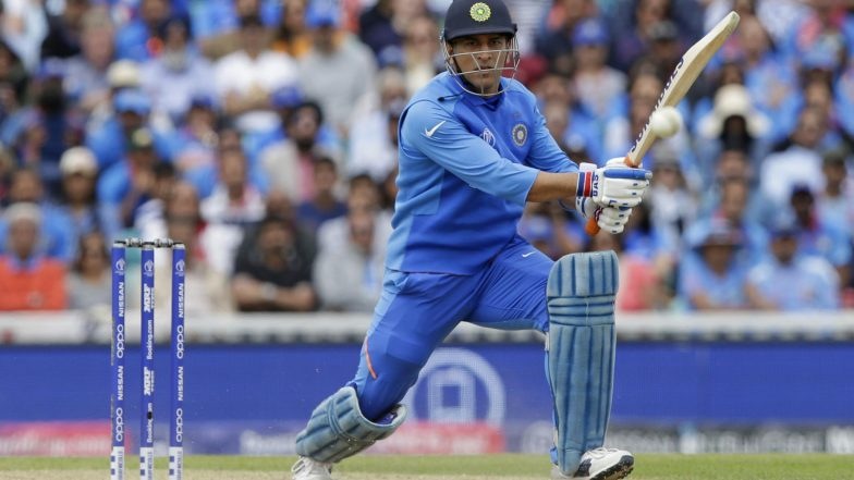 IND vs AUS, ICC Cricket World Cup 2019: Fans Shows Support for MS Dhoni, Flaunt 'Balidaan Badge' at Oval