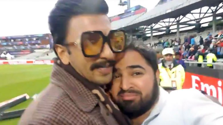This Video of Ranveer Singh Comforting Pakistani Comedian Aatif Nawaz after PAK's Defeat against India Is Going Viral for All the Right Reasons!