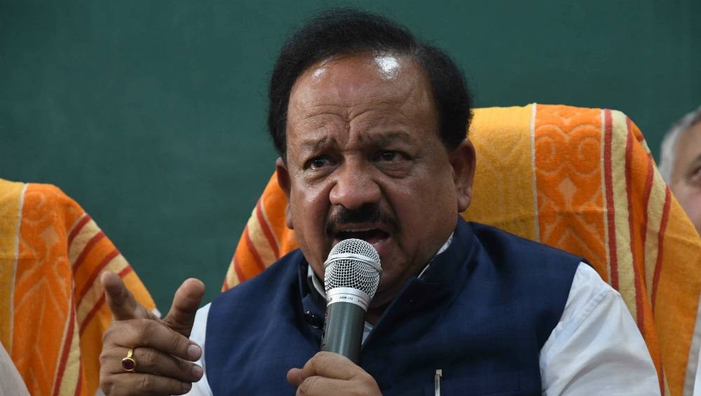 Blood Donations in India Witness Fall Amid COVID-19 Outbreak, Dr Harsh Vardhan Says 'Wherever Possible, We Can Arrange For Blood Donations at Home of the Donor'