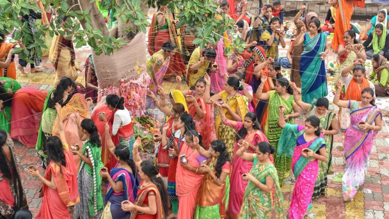 Vat Purnima 2019 Date in Maharashtra: Know History and Significance of the Vat Savitri Vrat Observed by Married Women