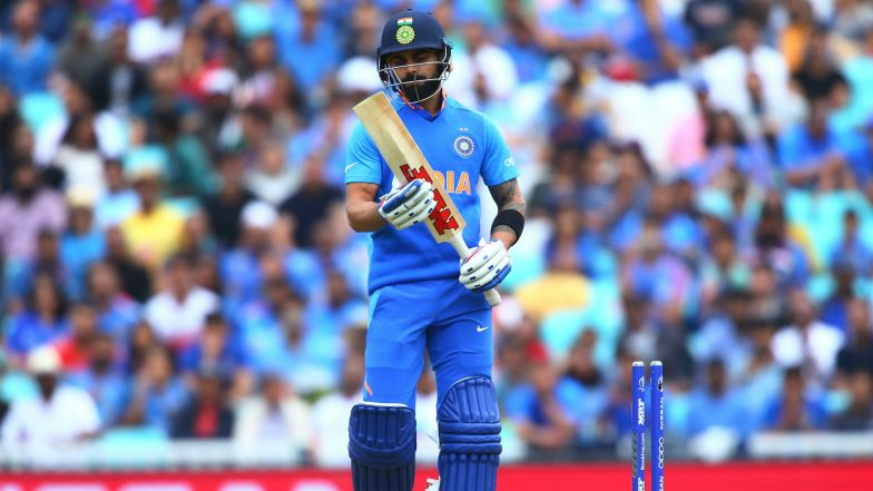 Virat Kohli Gestures the Crowd to Stop 'Cheater Cheater' Chants Directed at Steve Smith During IND vs AUS, CWC 2019