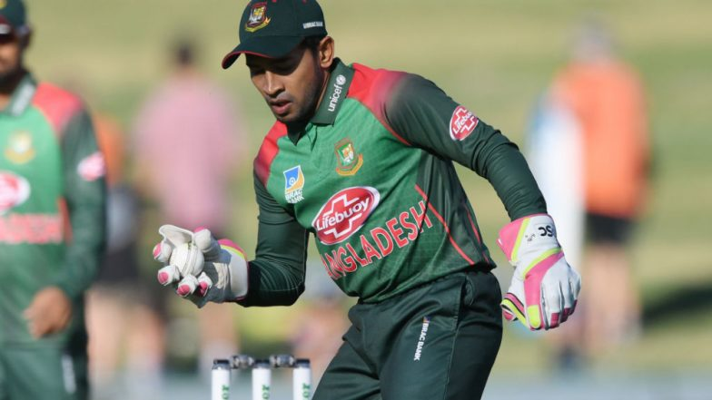 World's Worst Wicket-Keeper! Twitterati Criticise Mushfiqur Rahim As He Misses Easy Chance to Run Out Kane Williamson During BAN vs NZ CWC 2019 Match; Watch Video