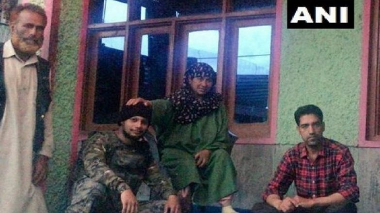 Jammu and Kashmir: Indian Navy Marine Commando Rescues Mother-Daughter From Wular Lake