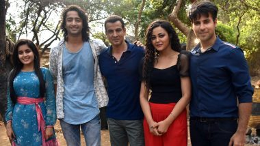 Yeh Rishtey Hain Pyaar Ke Actors Welcome Ronit Roy On-Board The Show!