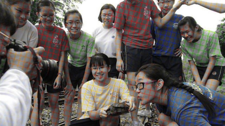 Dotted Lines Create Optical Effect on This Black And White Photo Making it Look Like a Colourful One, Pic Goes Viral