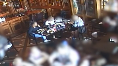 Restaurant's CCTV Nails Woman's Lies Who 'Choked' on Glass Pieces While Dining At the Eatery (Watch Video)