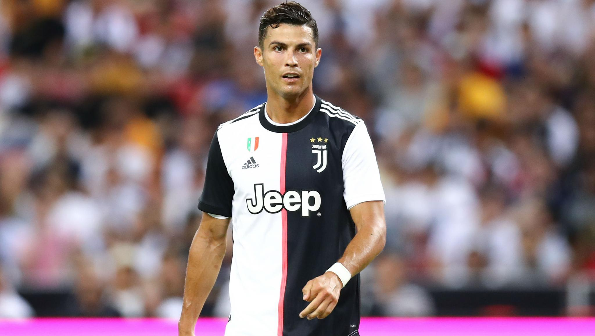 Cristiano Ronaldo Fumes After Being Subbed During Juventus vs AC Milan, Serie A 2019-20, Check out Instances When CR7 Lost his Cool (Watch Videos)