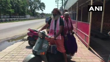 Modern Day 'Shravan Kumar' With Mother in Tow on Pilgrimage Across India, Nepal, Bhutan