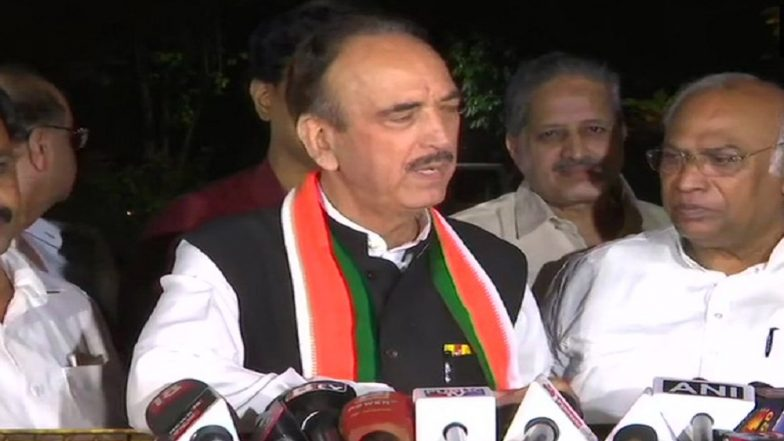 Karnataka Political Row: Ghulam Nabi Azad Hits Out at President, Governor; Says 'Democracy Being Finished'