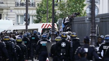 Paris: Hundreds of Migrants Occupy French Pantheon, Demand Legal Status