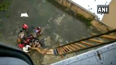 Mumbai Rains: IAF Mi-17 Chopper Rescues 9 People Stranded Atop Building in Kalyan; Watch Video