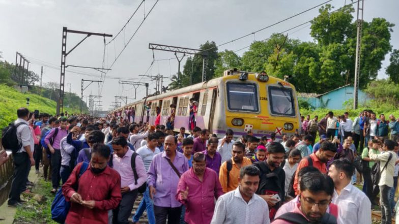 Mumbai Local Train Status: Central Line Delayed Due to Technical Glitch, Trains Halted Between Vitthalwadi and Kalyan