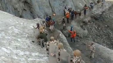 Amarnath Yatra 2019: ITBP Personnel Shields Shiva Pilgrims From Stones at Snow Slope, Watch Video
