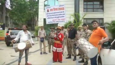 Uttar Pradesh: LMC Played Dhols in Front of Property Tax Defaulters House