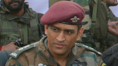 MS Dhoni Sings 'Main Pal Do Pal Ka Shayar Hoon' in the Army Uniform While Serving in Jammu Kashmir (Watch Video)