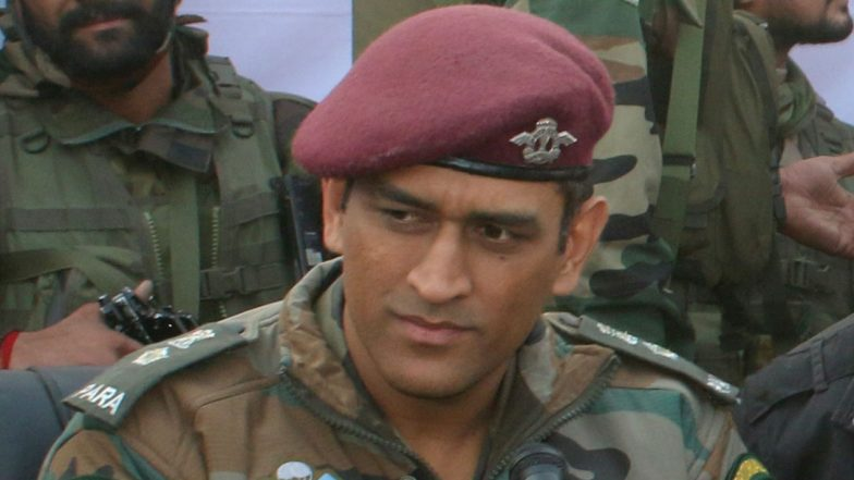 MS Dhoni Practises at the Shooting Range in Kashmir; Poses for Pictures With Army Officers (See Pics & Video)