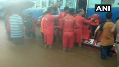 Mahalaxmi Express Rescue Operation: Pregnant Woman on Board Train Stuck between Badlapur and Vangani Goes into Labour Pain