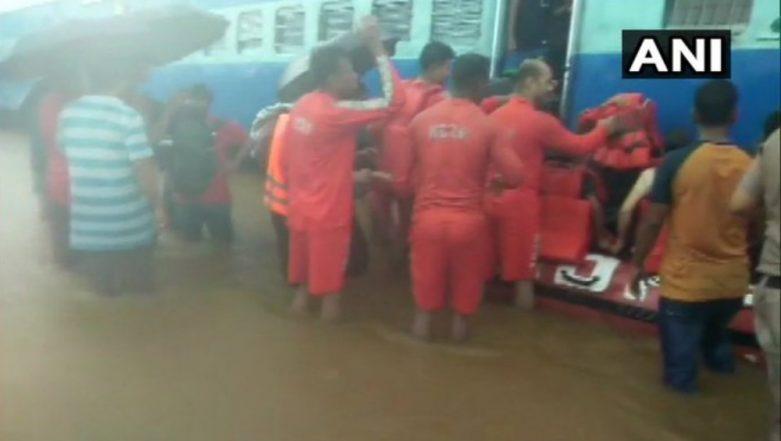 Mahalaxmi Express Rescue Operation: Pregnant Woman on Board Train Stuck between Badlapur and Vangani Goes into Labour Pain