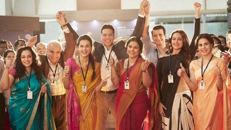 Akshay Kumar Celebrates The Power Of Women Scientists As He Drops A Picture With the Cast Of Mission Mangal - View Pic!