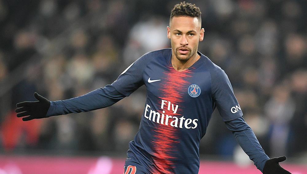 Neymar Plays Football With His Pet Dogs Amid Coronavirus Lockdown (Watch Video)