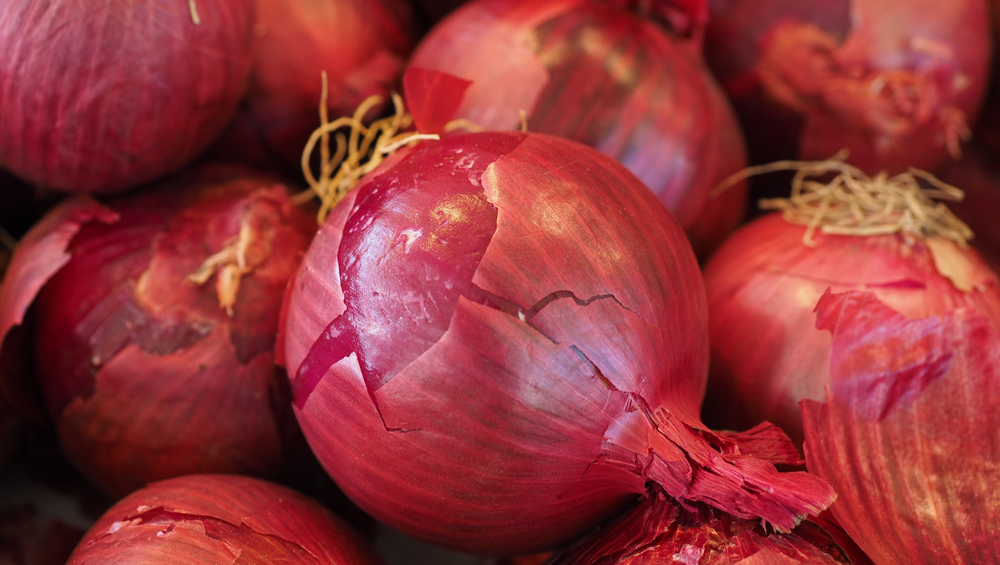 Onion Prices Skyrocket Despite Imports, Rates Hover Above Rs 100-Mark in Several States