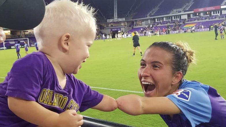 Heartwarming Photo of Boy Without Arm Meeting Soccer Player Who is His 'Inspiration' Goes Viral!