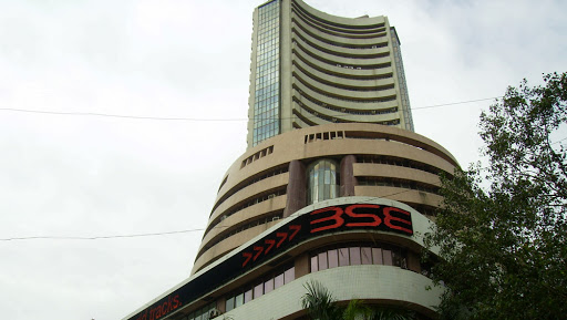 Sensex Falls 189 Points on Weak Global Cues, Yes Bank Plunges 7% on Moody's Negative Outlook