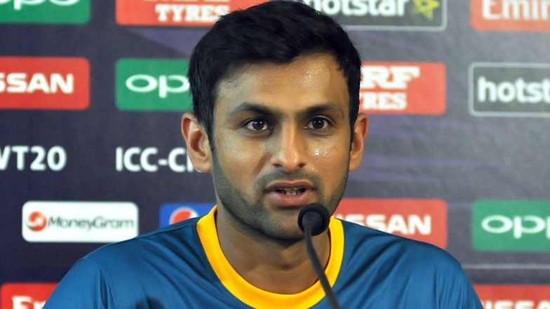 Shoaib Malik Gracefully Tackles the Question of Grooming Coach Misbah-ul-Haq During a Press Conference (Watch Video)