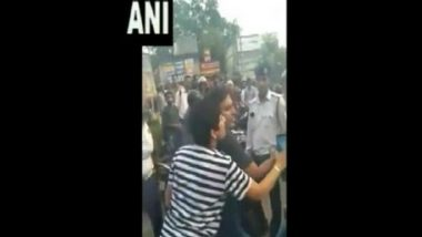 Drunk Woman And Partner Misbehave With Delhi Traffic Police Officials in Mayapuri; Watch Video