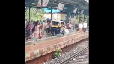 Auto Rickshaw Seen Moving on Platform of Mumbai's Shahad Railway Station; Twitter Confused as Video Goes Viral