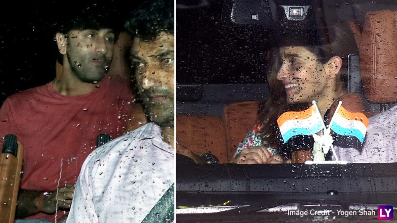 The Happy Couple! Ranbir Kapoor and Alia Bhatt Spotted outside Arjun Kapoor's Residence (View Pics)
