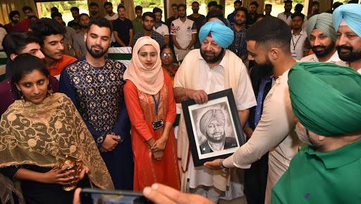 Eid Al-Adah 2019 Celebrations: Captain Amarinder Singh Hosts Lunch For Kashmir Students Studying in Punjab And Chandigarh