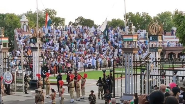 Attari-Wagah Border Beating Retreat Ceremony Attracts Thousands on Eve of Independence Day 2019; Watch Video