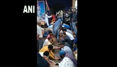 Indore: Martyr's Wife Gets New House on Independence Day After Betma Village Youths Collect Rs 11 Lakh, Watch Video