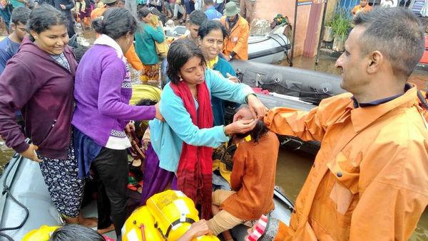 Raksha Bandhan 2019: Women Tie 'Rakhi' to Navy Officials in Flood-Affected Kolhapur