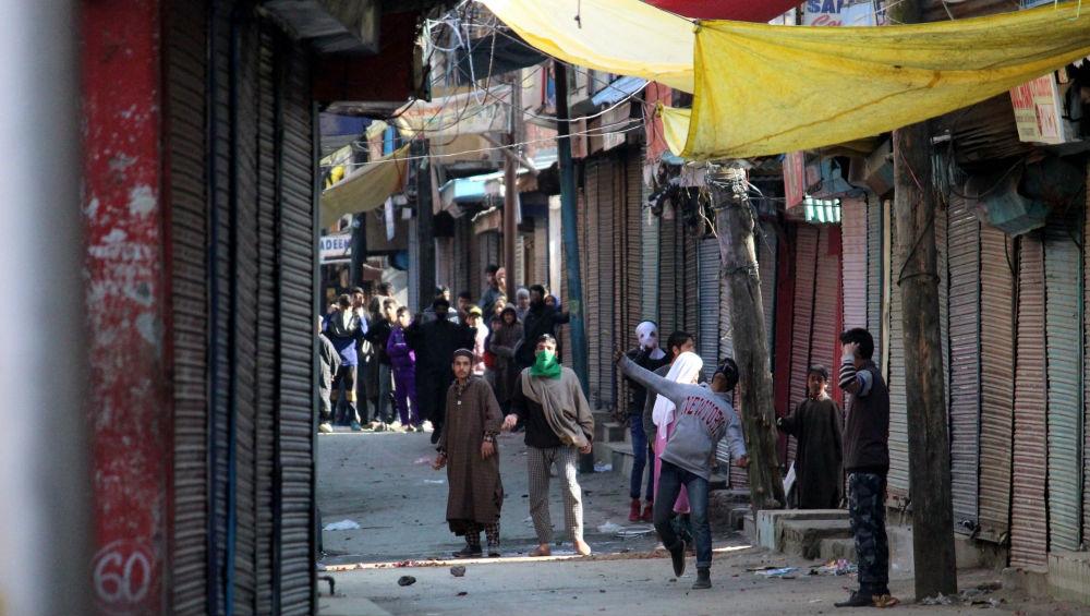 Jammu And Kashmir: Srinagar Police Arrest 5 Miscreants for Hurling Petrol Bombs on Police Vehicles