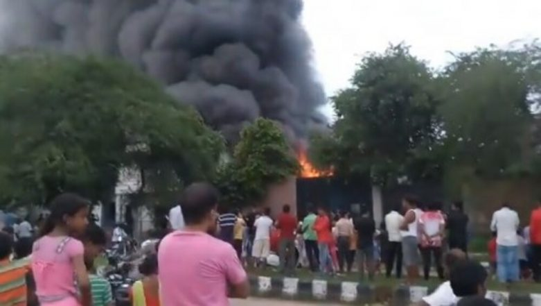 Delhi: Major Fire Breaks Out at a Warehouse in Ghitorni Area, Watch Video