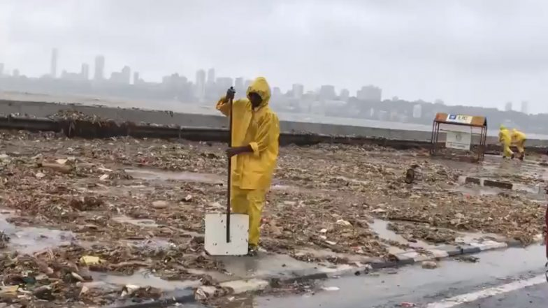 Marine Drive Promenade Turns Into a Necklace of Trash As High Tide Dumps Heaps of Plastic Waste on Mumbai's Sea Shore (Watch Videos and Pics)